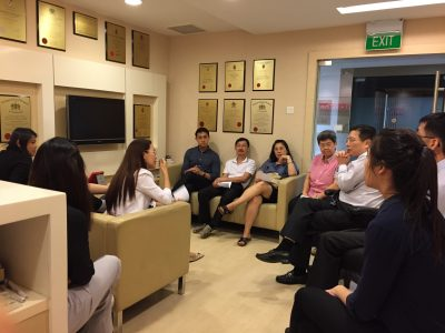 Dr Au Eong Kah Guan conducting a lively small group tutorial for staff and other eye care professionals in Singapore International Eye Cataract Retina Centre on 25 May 2017.