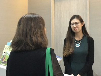 """Optometrist Lee Hui Xin Leanne with a participant during the """"Common Eye Conditions"""" Public Forum in Farrer Park Hospital on 29 April 2017."""