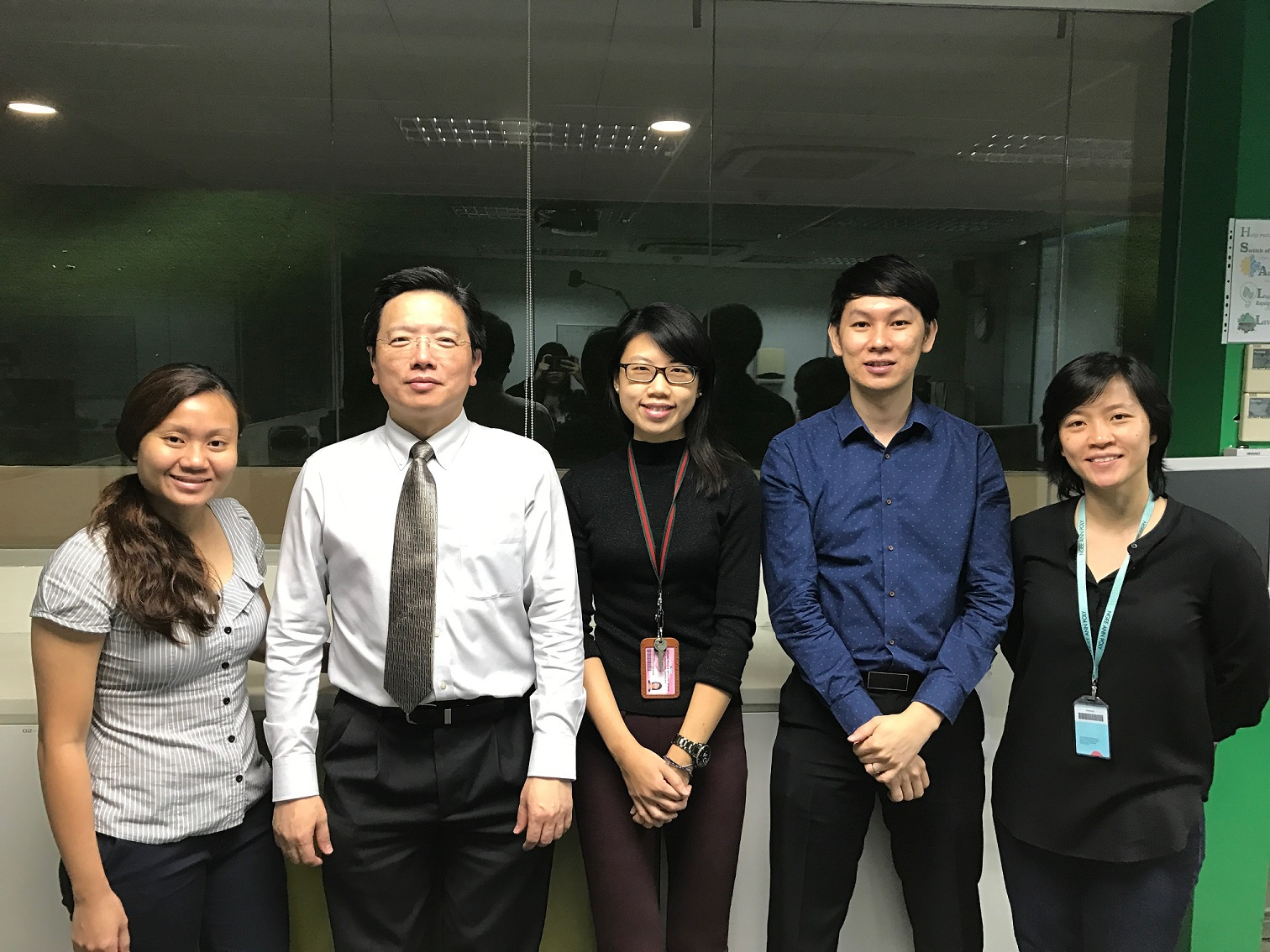 Dr Au Eong Kah Guan (second from L) with Ngee Ann Polytechnic Lecturers (L-R) Ms Jessica Yang Shan Mei, Ms Jessie Tan Sze Hui, Mr Ng Kay Yang and Dr Sharon Chua at Ngee Ann Polytechnic on 27 July 2017.