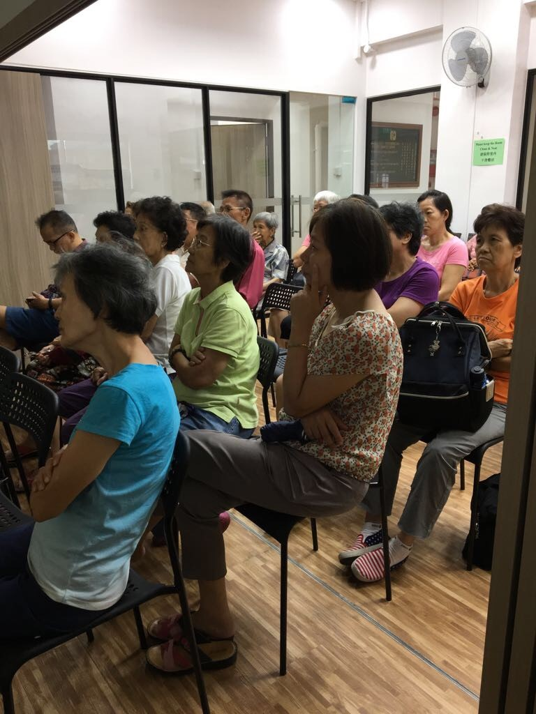"""Participants listening attentively to Ms May Wong Ek Su's Mandarin lecture on """"Common Aged-related Eye Conditions"""" on 29 July 2017."""