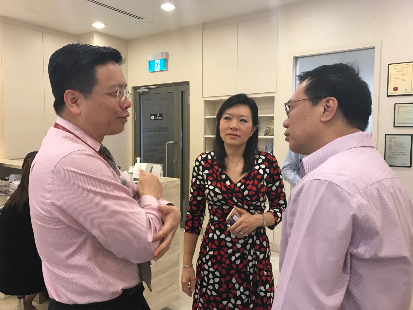 (L-R) Dr Au Eong Kah Guan, Dr Joy Chan and Mr Jimmy Giam from Vision Lab Eyewear having a chat following Dr Chan's teaching session at International Eye Cataract Retina Centre.