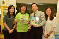 (L-R) Er Dr Lee Bee Wah, Guest of Honour and Member of Parliament for Nee Soon GRC (second from left) with (L-R) Ms Olga Aprianti Lee, Dr Au Eong Kah Guan and Ms Ng Shu Yi at the launch of Awareness of Macular Diseases Week 2017 on 16 September 2017 in Khoo Teck Puat Hospital.