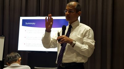"Dr Ajeet Madhav Wagle speaking at the free public forum on ""Common Eye Conditions"" in Farrer Park Hospital held in conjunction with Awareness of Macular Diseases Week 2017."