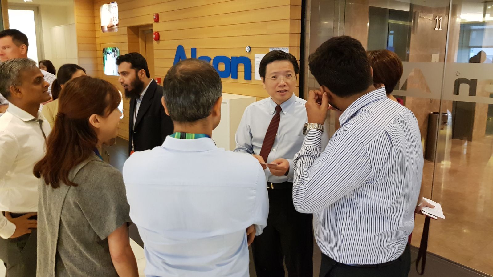 Dr Au Eong Kah Guan mingling with and answering questions from staff of Novartis (Singapore) Pte Ltd after his lecture on World Sight Day on 12 October 2017 in Mapletree Business City.