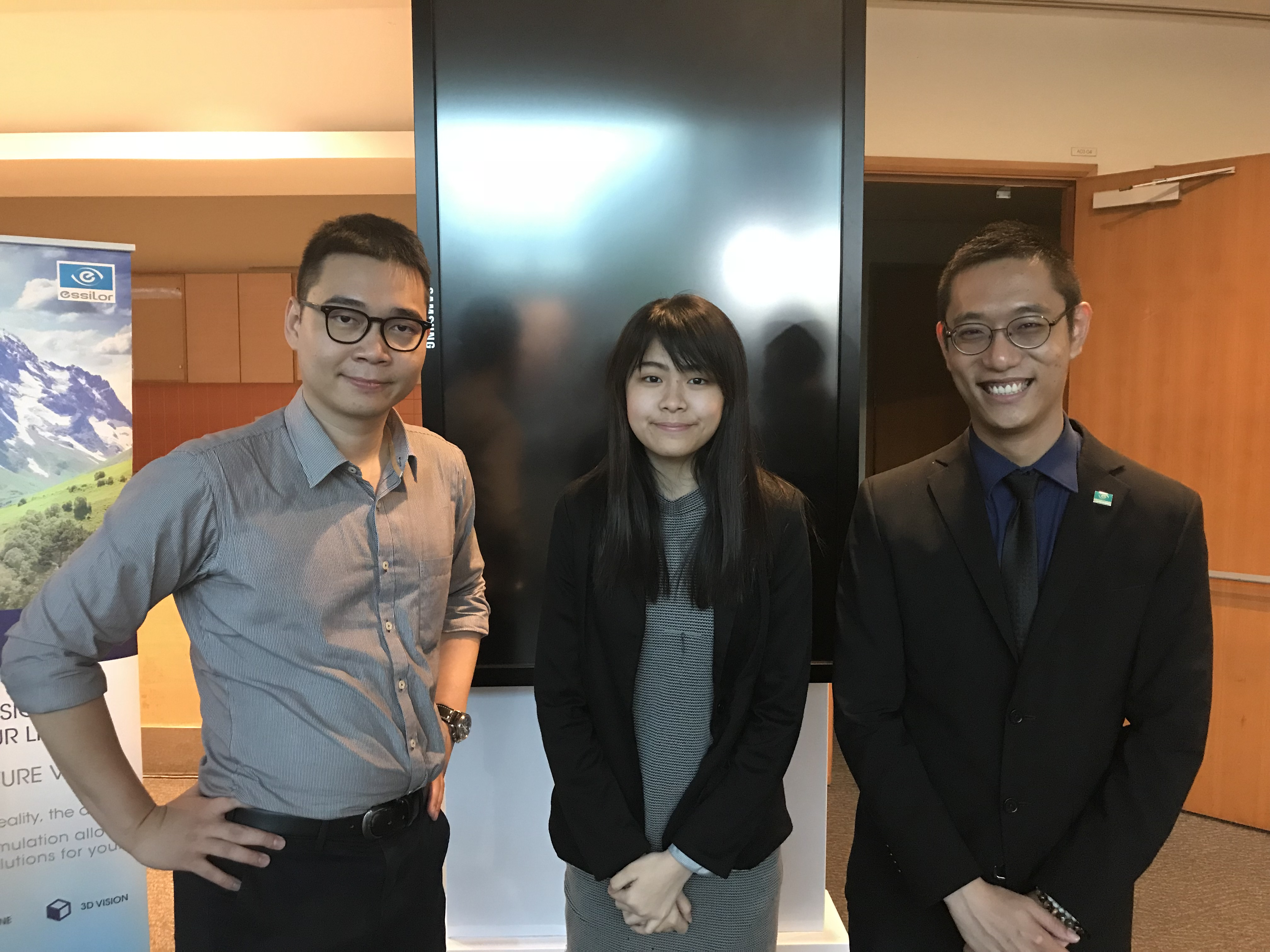 International Eye Cataract Retina Centre optometrist Ms Goh Jiah Ying (centre) with fellow eye care professionals Mr Soh Wei Zhi (L) and Mr Jayson Lim (R) at the 3rd Annual Singapore Optometric Association Conference in ITE College East held on 27-28 September 2017.