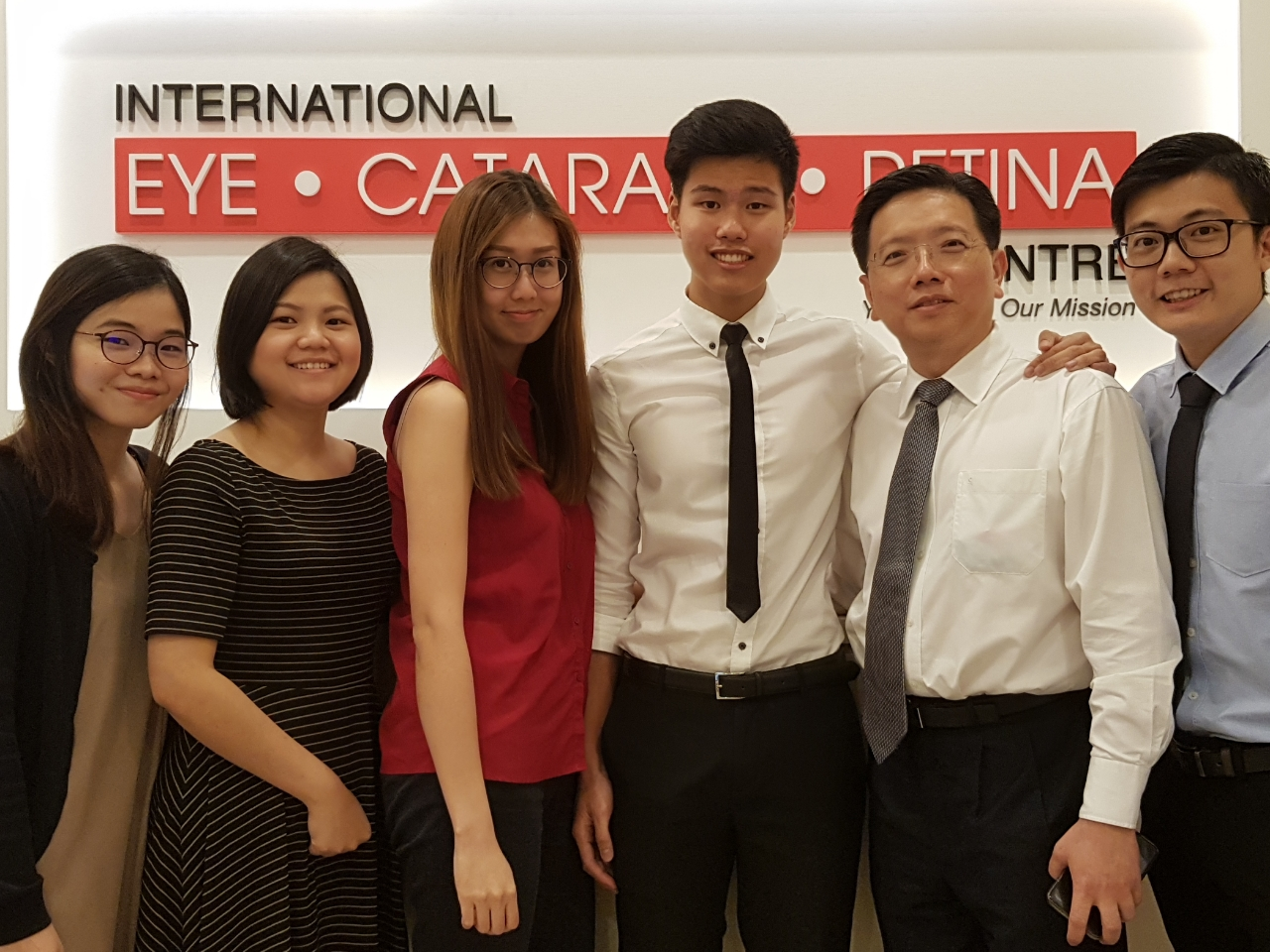 I (third from R) had a great time observing Dr Au Eong Kah Guan (second from R) and his optometrists (L-R) Ng Shu Yi, Olga Aprianti Lee, Lee Hui Xin Leanne and Chong Wee Hou during my attachment at International Eye Cataract Retina Centre
