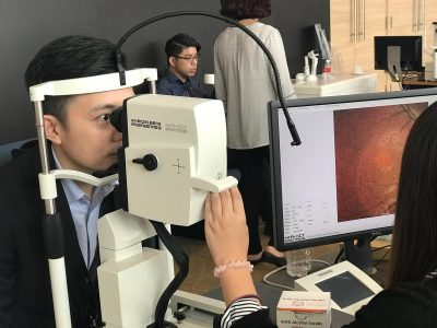 International Eye Cataract Retina Centre optometrist Mr Chong Wee Hou trying out an ophthalmic equipment during the 8th International Ophthalmology Congress held on 5-6 October 2018
