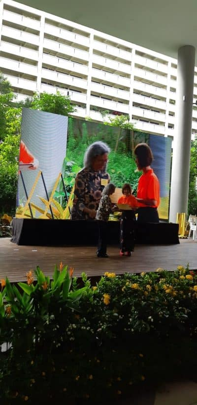 Clin A/Prof Shantha Amrith receiving the Lifetime Achievement Award from Dr Amy Khor during the Awareness of Macular Diseases Week at Kampong Admiralty on 13 October 2018